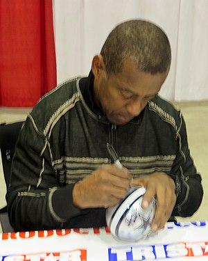 Tony Dorsett - Dorsett signing autographs in Houston in January 2014