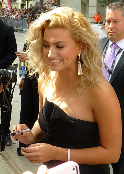 Picture of a band or musician: Tori Kelly