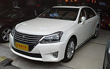 Toyota Crown S200 facelift China 2016-03-30.jpg