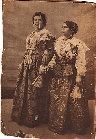 Piana degli Albanesi - Women in typical Albanian costume of Piana degli Albanesi, historical photo dates to the end of the 19th century.