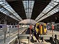 Trains in Glasgow Queen Street station 09.jpg
