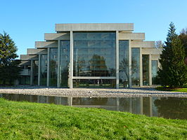 UBC MOA with reflecting pool 01.JPG