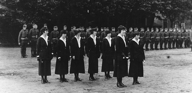 File:US Army Signal Corps Female Telephone operators.jpg