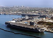 Carl Vinson, Nimitz i Ronald Reagan w North Island Naval Air Station