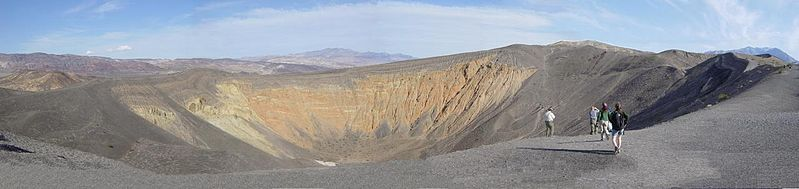 File:Ubehebe Crater, Death Valley, California.jpg