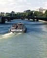Un bateau-mouche sur la Seine, 2009.jpg