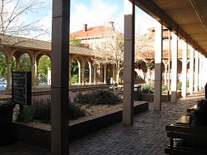 English: The Cloisters, University of Adelaide...