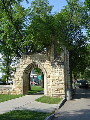 Memorial gates and arches - University of Saskatchewan Memorial Gates