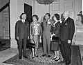 V.l.n.r. senator Fulbright, koningin Juliana, prins Bernhard, mevrouw Fulbright , Bestanddeelnr 916-4156.jpg