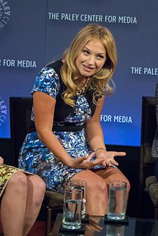 Vanessa Ray v New Yorku na PaleyFestu 2014 pro TV show Blue Bloods
