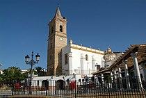 Vista lateral Iglesia de San Bartolomé (Paterna del Campo).jpg