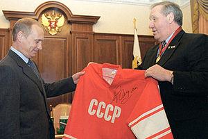 Alexander Ragulin - Ragulin presents his signed uniform to Vladimir Putin in 2001