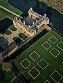 Vue sur les jardins Renaissance et le château Le Rocher Portail.jpg