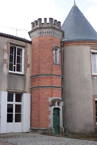 Tour octogonale de la mairie, lieu-dit le Landreau, Fr-49-Saint-Léger-sous-Cholet.