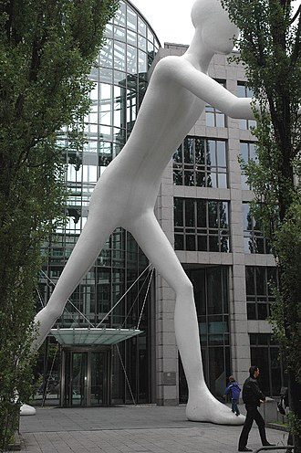 Schwabing - Walking Man