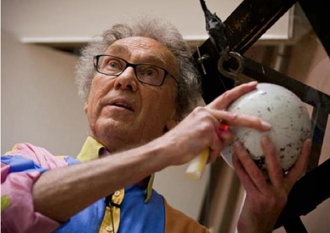 """Walter Lewin - Lewin in action during his farewell lecture, """"For the Love of Physics"""", at MIT on May 16, 2011"""