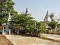 Wat Kampong Tralach Leu Stupa 07.jpg