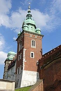WieżaZygmuntowska-WidokSpodBramyWazów-Wawel-POL, Kraków.jpg