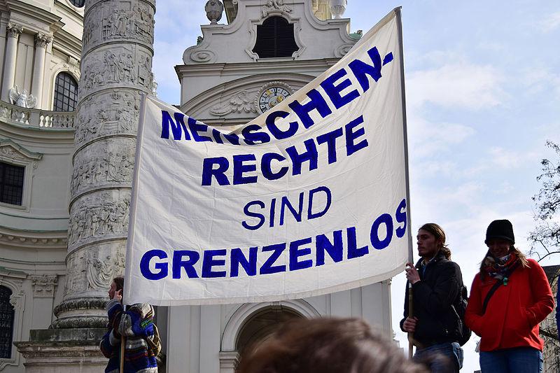 File:Wien - Demo Flüchtlinge willkommen - Menschenrechte sind grenzenlos.jpg