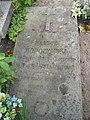 Zabytkowe groby na cmentarzu w Jazgarzewie k. Piaseczna 4.jpg