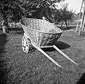 """""""Šatrga"""" za """"futr"""" (hrano) za živino vozit z njive, pletena iz leščevja, Dobrava 1957.jpg"""