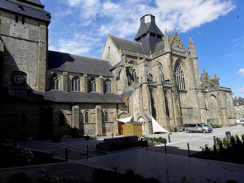 Basilique Notre-Dame de l'Épine d'Évron (53).