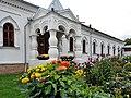 Корпус Крестовоздвиженский, цветы осени.jpg