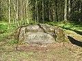 Ораниенбаум, Верхний парк, Каменная скамья на Английской аллее.jpg