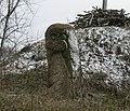 Скіфський стан на Хортиці. Кам'яна баба біля кургану.jpg