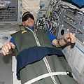 שינה בחלל 2.jpg