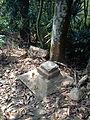 虎子山上石燈殘跡 1.JPG