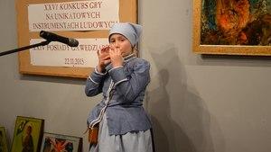File:02015 0045 Beskidische Oberlanderin spielt auf einer Okarina.webm
