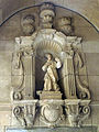 071 Ajuntament, escultura de l'antiga font de Sant Miquel.jpg