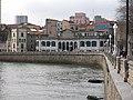 179 La Pescadería i la torre dels Jove-Hevia (Gijón), des del Campo Valdés.jpg