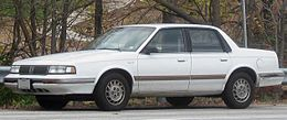 Una Oldsmobile Cutlass Ciera berlina del 1996