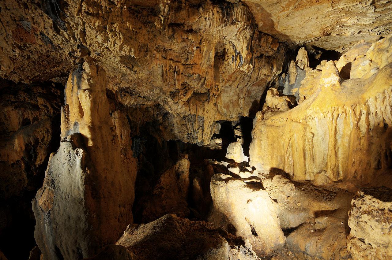 Intérieur des grottes de Cravanche, en Franche-Comté.  (définition réelle 4287×2847)