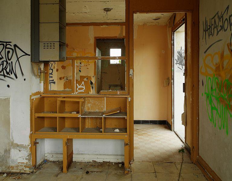 This file was uploaded  with Commonist.    Dans un bâtiment abandoné (HDR).