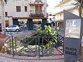 319 Plaça Venerable Gabriel Macià (Canet de Mar), restes de la torre de Can Macià.JPG
