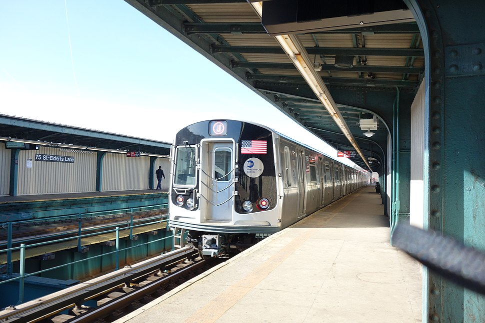 A train made of R179 cars in J service at 75th Street–Elderts Lane, bound for Broad Street.