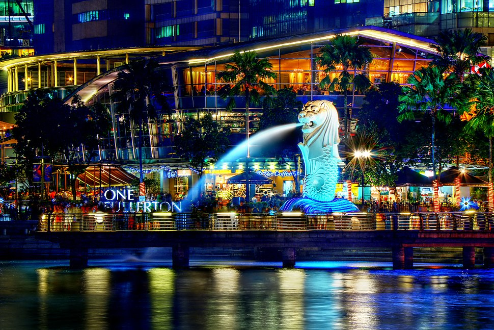 A Night Perspective on the Singapore Merlion (8347645113)