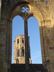 Abbaye de la Sauve-2005-11-Clocher à travers fenêtre