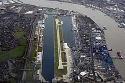 Aerial view of London City Airport 2007.jpg