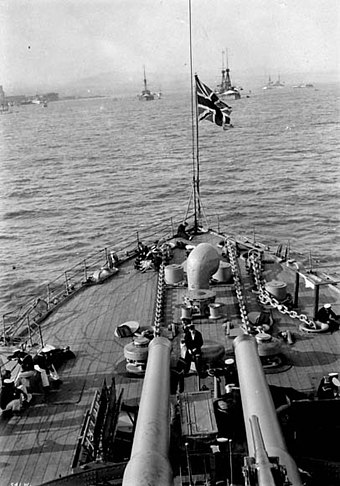 Forward 12-inch guns of HMS Russell at the Quebec Tercentenary 1908