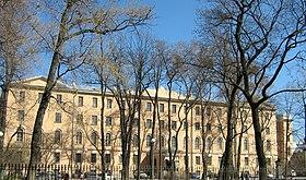 Главный корпус александровского