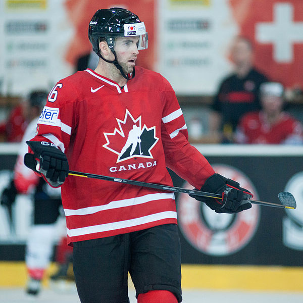 Plik:Andrew Ladd - Switzerland vs. Canada, 29th April 2012.jpg