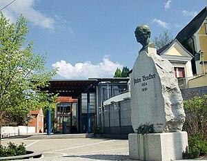 English: Anton Bruckner memorial in front of A...
