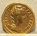 Antonino pio, aureo per faustina maggiore divinizzata, post 141, 03.JPG