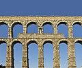 Aqueduct Segovia statue.jpg