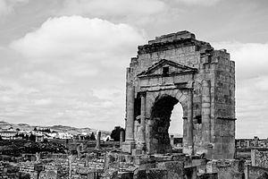 Maktar - Image: Arc de Trajan, Makthar