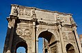 Arch of Constantine and Colosseum in the back (45460449585).jpg
